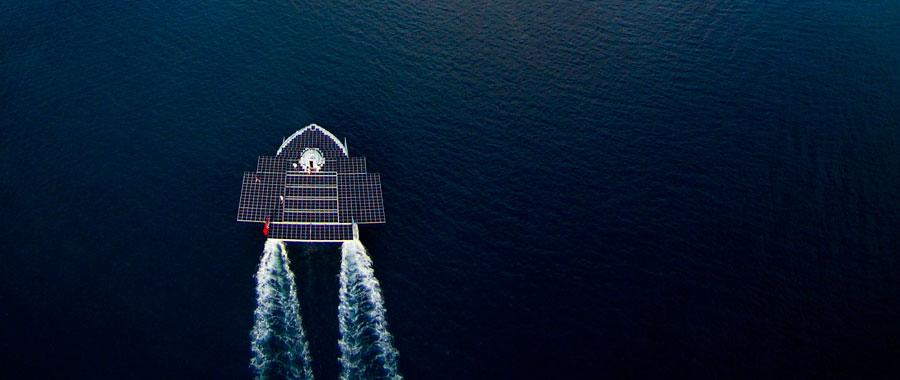 """""""بلانيت سولار"""" أول قارب يعمل بالطاقة الشمسية"""