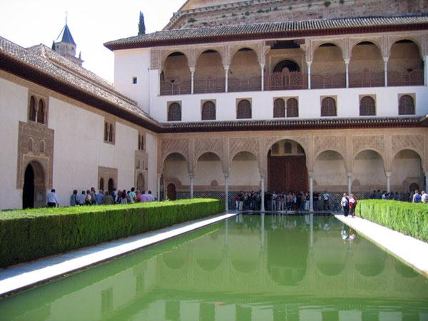 قصر الحمراء بغرناطة يحتضن المؤتمر الأول حول المتاحف الإسلامية