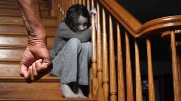 أواصر القرابة ودوامة العنف الأسري
