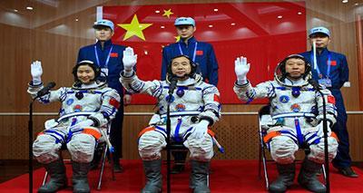 الصين تغزو الفضاء بأول امرأة لمواجهة تفوق أمريكا وروسيا