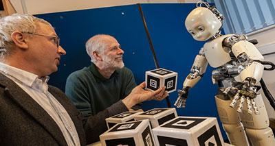 القدرة اللغوية للإنسان الآلي