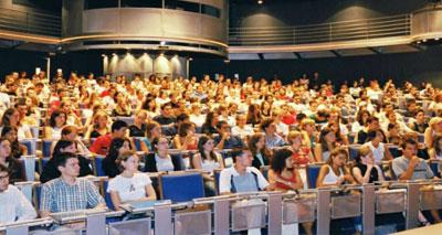 المغاربة والصينيون على رأس طلبة الدكتوراه بفرنسا