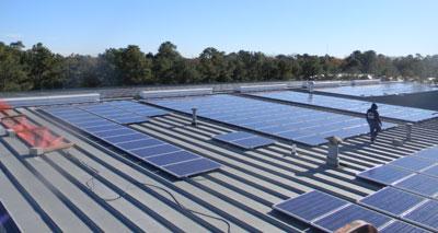 دول الخليج الغنية بالنفط تبدأ بالاتجاه نحو الطاقة الشمسية