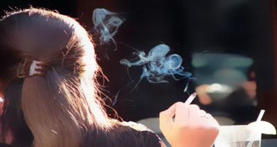 تدخين الأم بالحمل يعرض الطفل للربو الحاد