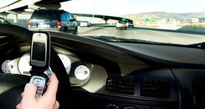 ثلث المراهقين يكتبون رسائل أثناء القيادة