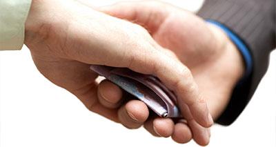 الشركات مطالبة بكشف جهود مكافحة الفساد