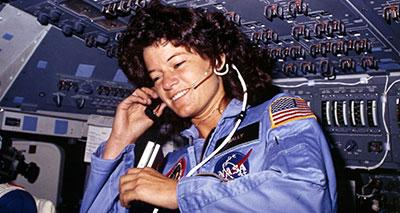 وفاة سالي رايد أول رائدة فضاء أمريكية
