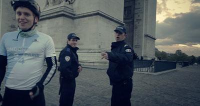 الشرطة الفرنسية تطالب الباريسيين بالاحتشام .. وتهدد بالسجن