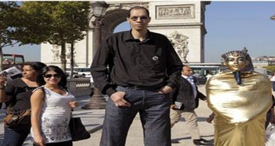 شاب مغربي يدخل موسوعة غينيس بفضل طُول قدميه