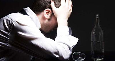 الإفراط في شرب الكحوليات قد يزيد خطر الاصابة بنزيف في المخ