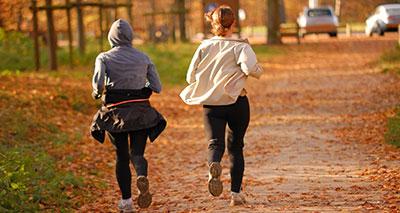 دراسة: ممارسة الرياضة تقلل من الرغبة في الأكل لدى النساء