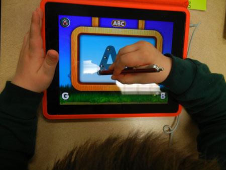 تطبيق يعلم الأطفال الكتابة