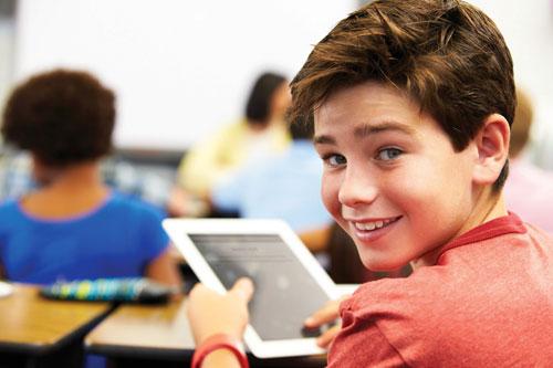 تقرير: طفل من بين كل ثلاثة أطفال يمتلك كمبيوترا لوحياً في بريطانيا