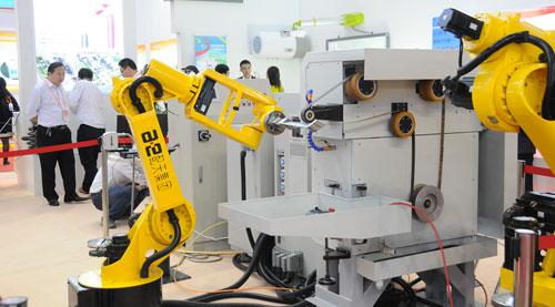 الصين تسعى لزيادة استخدام «الإنسان الآلي» في الصناعة