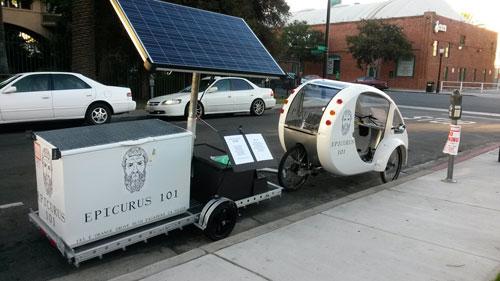 عربة مثلجات تعمل على الطاقة الشمسية