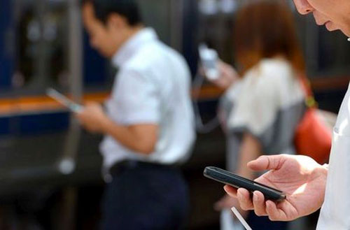 إدمان الأجهزة الخلوية يقلق اليابان