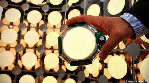 """مشروع رائد: شحن مصابيح """"ليد"""" بالطاقة الشمسية"""