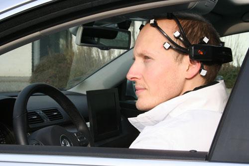 ألمانيا تبتكر جهازاً يمكن من قيادة السيارة بـ «التفكير»
