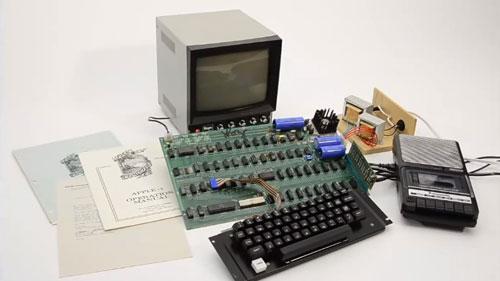 بيع كمبيوتر أبل اصلي يعود لعام 1976 في مزاد مقابل 365 ألف دولار