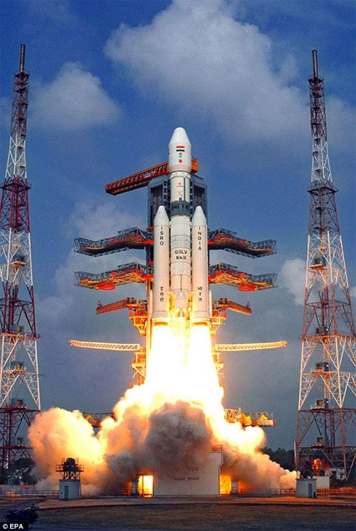 الهند تطلق اكبر صاروخ فضائي في تاريخها