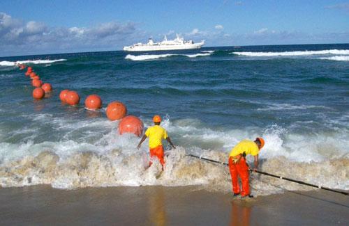 موقع إنترنت يكشف كابلات الاتصالات في أعماق البحار