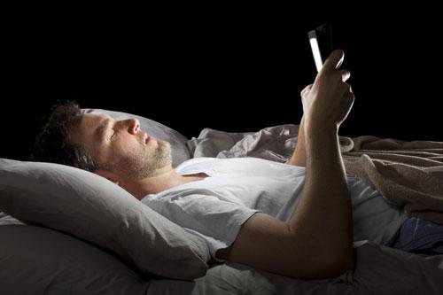 comment votre tablette vous empêche de dormir et détériore durablement votre sommeil