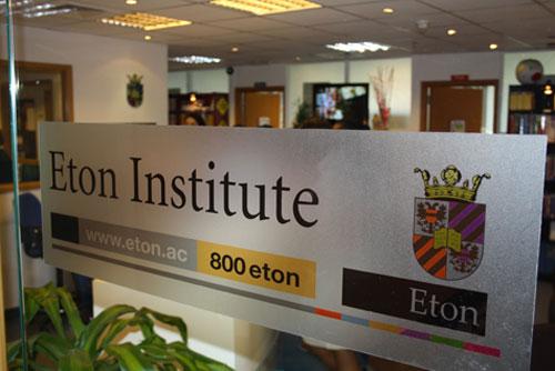 معهد إيتون يطلق دورات تعليمية معززة عبر الإنترنت لأكثر من 60 لغة