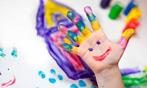 العلاج بالفن قد يساعد الأطفال في التغلب على مشاكل السلوك