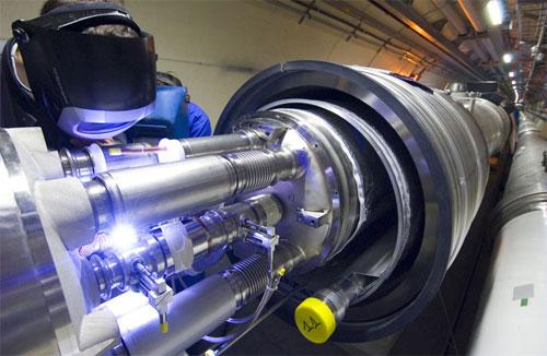 أكبر مغناطيس في العالم يركب في مختبر بالهند