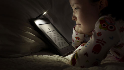 قراءة الكتب الإلكترونية تسبب الأرق