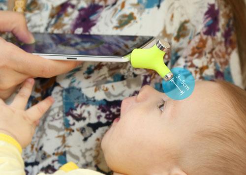 أول ميزان ذكي يقيس درجة حرارة الطفل عن بعد