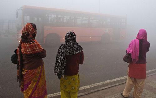 """التلوث """"ينقص"""" أعمار 660 مليون هندي"""