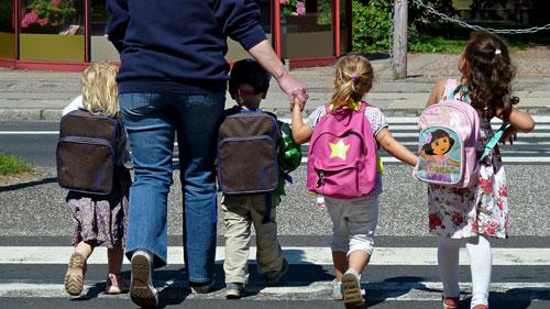 التأخر في الالتحاق بالمدارس يضعف المستوى الدراسي للطلاب