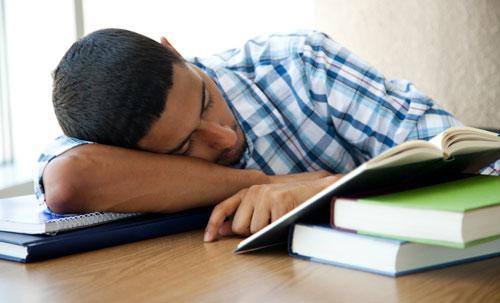 تحذير للشباب.. قلة النوم تؤدي للإصابة بمرض السكر