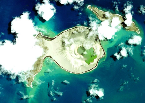 براكين «الهادئ» تكون جزيرة جديدة