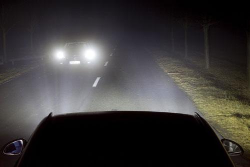 مصابيح سيارات حديثة يمكنها تتبع نظر السائق على الطريق