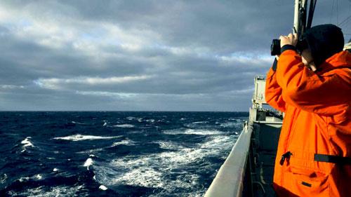 فريق بحثي يبدأ مهمة لقياس مستوى التلوث بالمحيطات