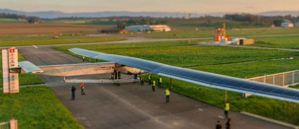 L'avion solaire commence son tour du monde
