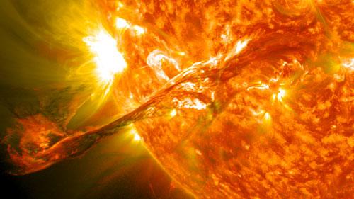 عاصفة شمسية قوية تضرب الأرض