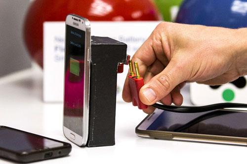 ابتكار بطارية يمكنها شحن الهاتف الذكي بدقيقة