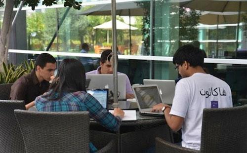 """طلاب العالم يعرضون تطبيقاتهم المبتكرة ضمن مسابقة """"الهاكاثون الدولى"""""""