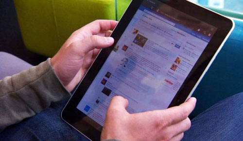 الاستخدام المعتدل للإنترنت وتغيير العادات يحسنان المزاج