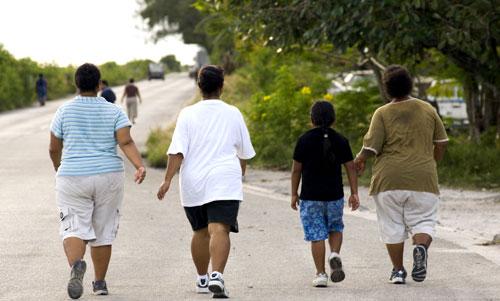 دراسة: المشي قد يساعد البدناء في السيطرة على توقهم للسكريات