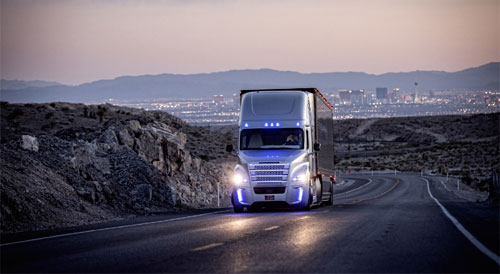 Daimler تكشف عن أول شاحنة ذاتية القيادة