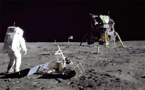 خطط طموحة للتنقيب عن المعادن على سطح القمر