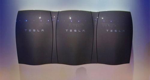 الكشف عن أول بطارية لتخزين كهرباء الطاقة الشمسية في المنازل والشركات