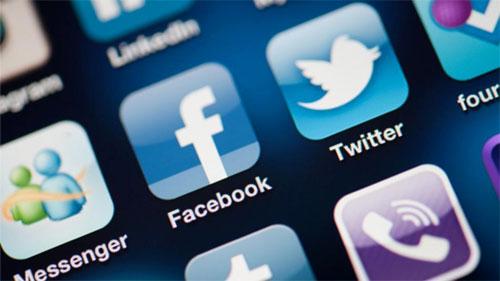 «فيسبوك» و«تويتر» يصيبان المراهقين بالاكتئاب والقلق