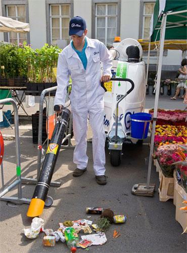 مكنسة كهربائية لتنظيف شوارع العالم