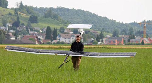 الاستعداد لاطلاق طائرة تعمل بالطاقة الشمسية في غابات الأمازون
