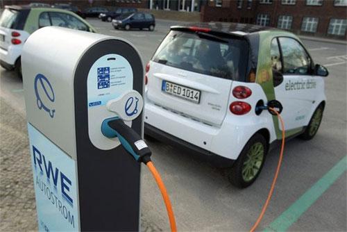 الصين تختبر السيارات الكهربية مع تفاقم مشاكل التلوث